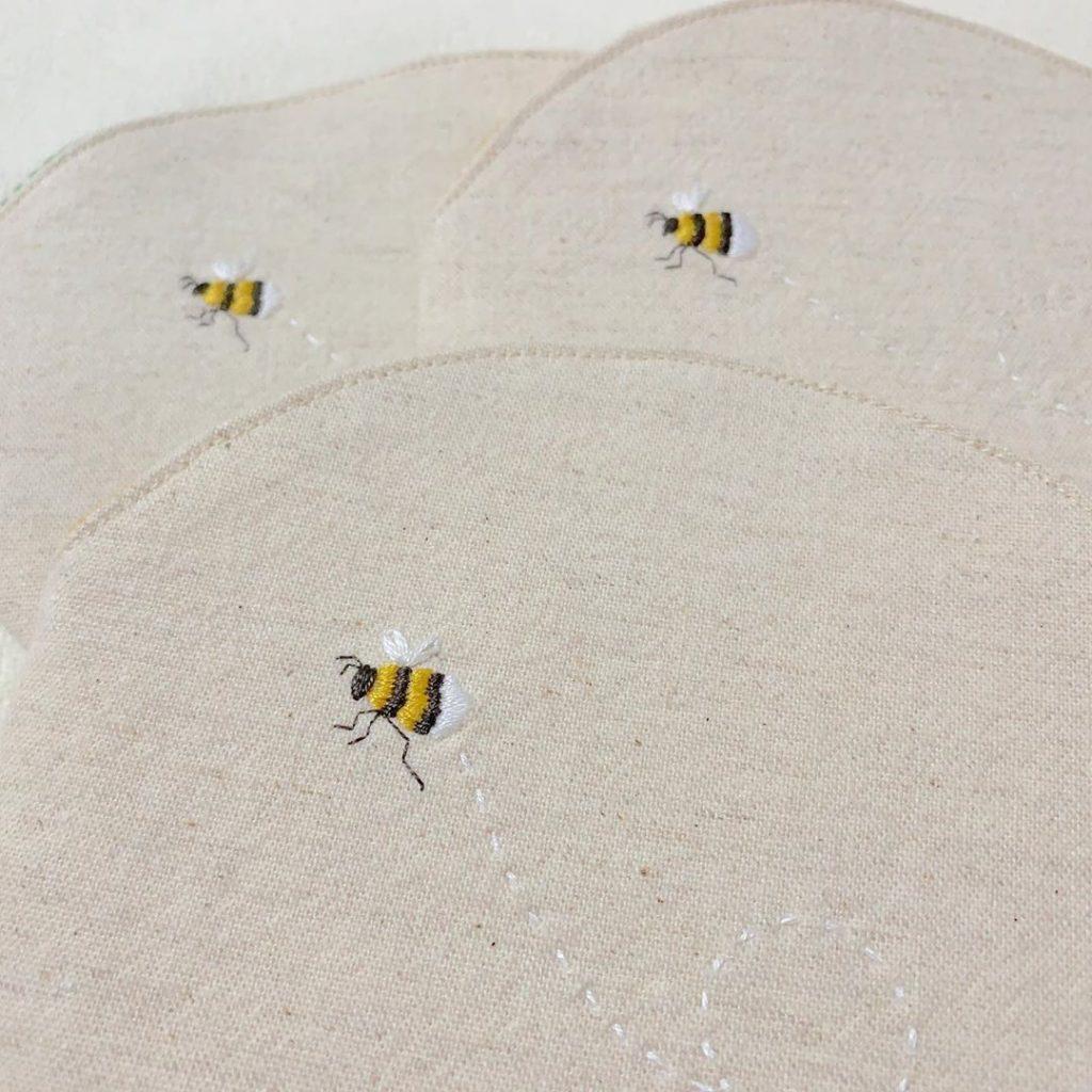 ミツバチ刺繍