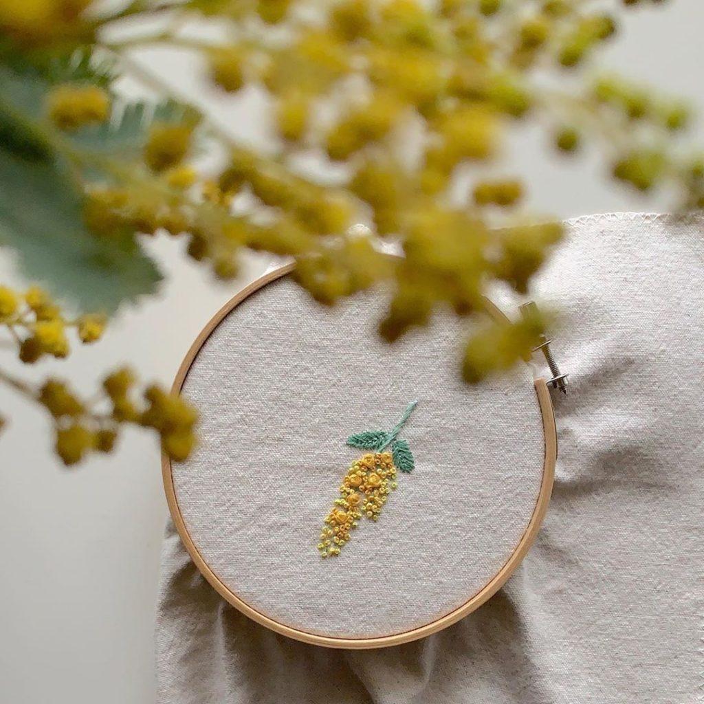 ミモザとミモザ刺繍