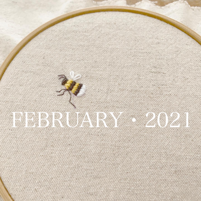 #FEBRUARY #2021#令和3年2月#ハチ刺繍#honeybee #ミツバチ #蜂 スピリチュアルな観点でも蜂の解釈や意味は「幸運の象徴」「繁栄の象徴」だったり縁起の良いものとして認識されているそうです。一方「注意深く行動しなさい」という意味もあるそうで、これは「注意深く行動する事で道が開ける」というメッセージなのだそうです。今の世の中にピッタリのメッセージだと思います。今月も注意深く感染予防して、道が開けるのを待ちましょう。