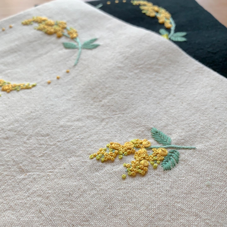 今年もミモザの季節がやってまいりました。#minne #tomoprixgallery で再販スタート致しました。minneにはプロフィール欄からとべます。#3月8日はミモザの日 #花のある暮らし #ミモザ刺繍 #がま口#がま口ポーチ#刺繍#embroidery#手刺繍#handembroidery#針仕事#needlework#handmade#ミモザ#mimosa#アカシア#tomoprix#minne