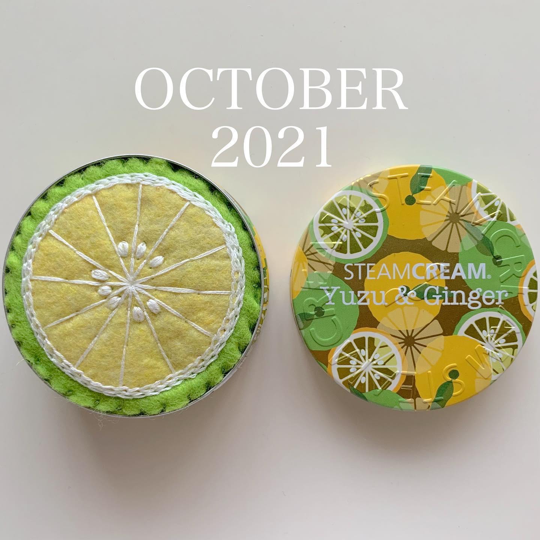 何年も前に愛用していたスチームクリームの空き缶が可愛くて捨てれなくて、フェルトでピッタリサイズのピンクッションを作って入れてみました。ピッタリ過ぎて、たぶん針を刺したら蓋は閉まりません。#2021 年10月1日#october #autamn #steamcream #スチームクリーム#空き缶リメイク #ピンクッション#芸術の秋#スポーツの秋#読書の秋 #食欲の秋#おうち時間 が少しでも楽しくなりますように。#minne handmade作品販売中プロフィールからミンネに飛べます@tomoprix_k #花刺繍 #刺繍 #embroidery #手刺繍#handembroidery #handmade #手仕事#手作り#針仕事#needlework#tomoprix